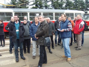 Exkurze – za skupinkou účastníků oblíbený typ pražské tramvaje