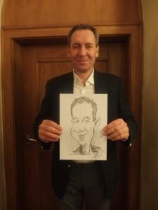 Pro porovnání stejný účastník s karikaturou večer
